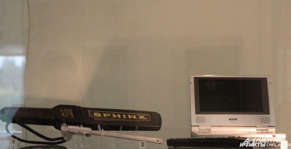 Металлоискатель, штангенциркуль, средства для контроля носителей аудио- и видеоматериалов.