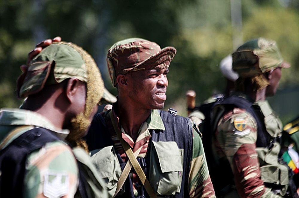 Из-за очевидных языковых трудностей, зимбабвийским воинам пришлось особенно непросто. Правила прохождения некоторых участков полосы препятствий они поняли с трудом.