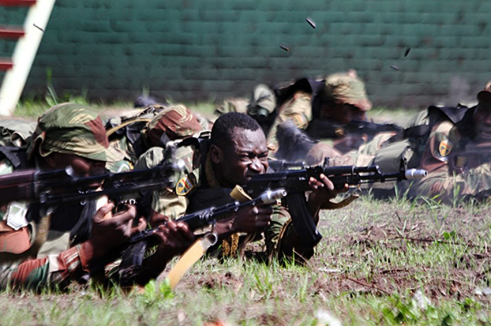 Однако на стрельбищах, африканские бойцы показали отличный уровень.