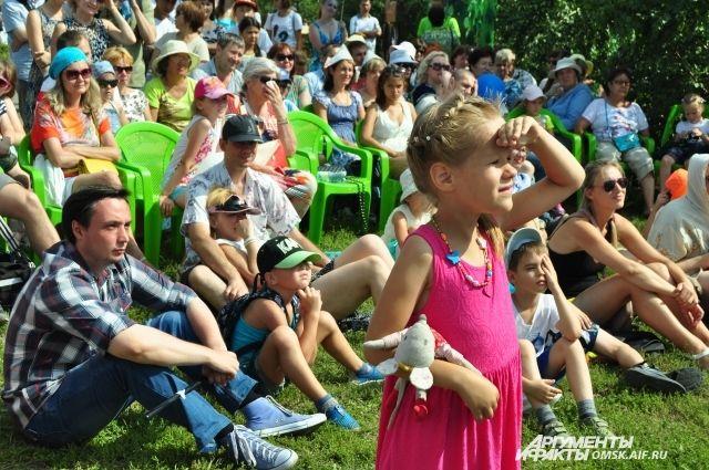 Тысячи омичей поучаствовали в праздничных мероприятиях.