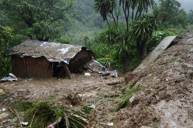 ВМексике почти 40 человек стали жертвами оползней, вызванных штормом «Эрл»