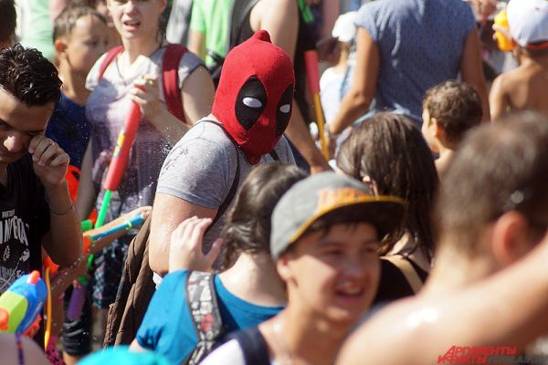 Многие пермяки пришли в костюмах супергероев.