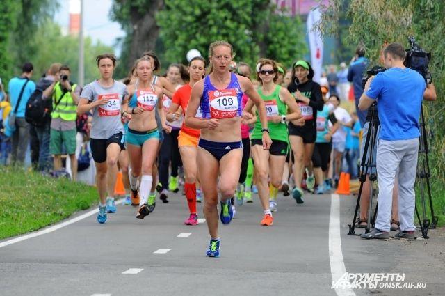 Марина Ковалёва становится победительницей Международного Сибирского марафона во второй раз.