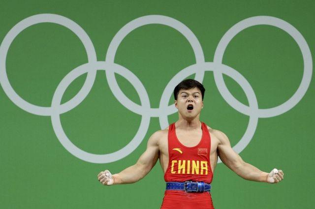 Китайский штангист установил мировой рекорд наОлимпиаде вРио