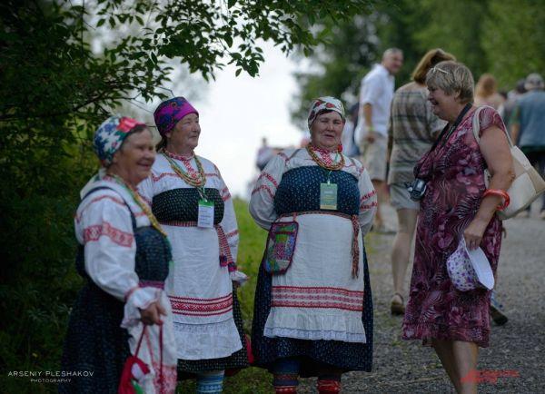 На фестивале выступало множество фольклорных коллективов.