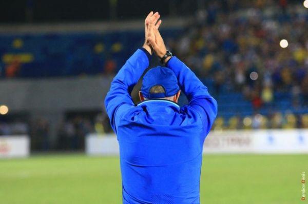 После матча ФК «Ростов» - ФК «Урал» наставник жёлто-синих вышел на поле и тепло попрощался с болельщиками и игроками.