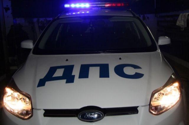 ВРостове легковой автомобиль врезался вприпаркованный КамАЗ, погибла женщина