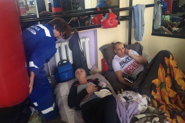 Двоих участвующих вголодовке служащих ВСМЗ госпитализировали