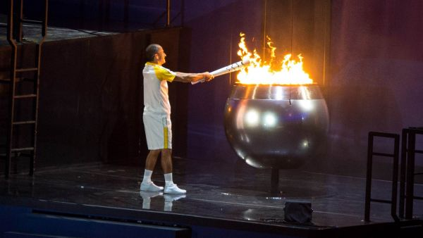 Так зажигали олимпийский огонь
