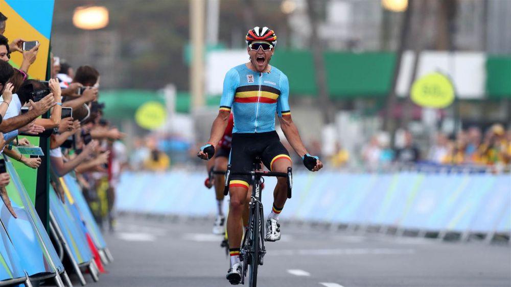 А вот бельгиец Greg van Avermaet, который завоевал золотую медаль в соревнованиях по велосипедным трассам Копакабаны