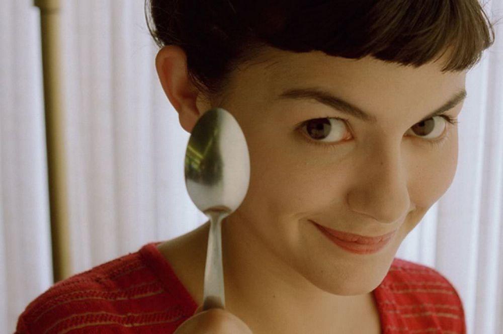Зрителям во всем мире Тоту известна как главная героиня фильма «Амели» (2001) режиссера Жана-Пьера Жене. Главная героиня картины Амели Пулен и все, что с ней связано, стала объектом поклонения во многих странах. Родители стали называть именем Амели своих новорожденных девочек. Кафе «Две мельницы», действительно существующее на Монмартре, стало после выхода фильма пользоваться огромной популярностью.