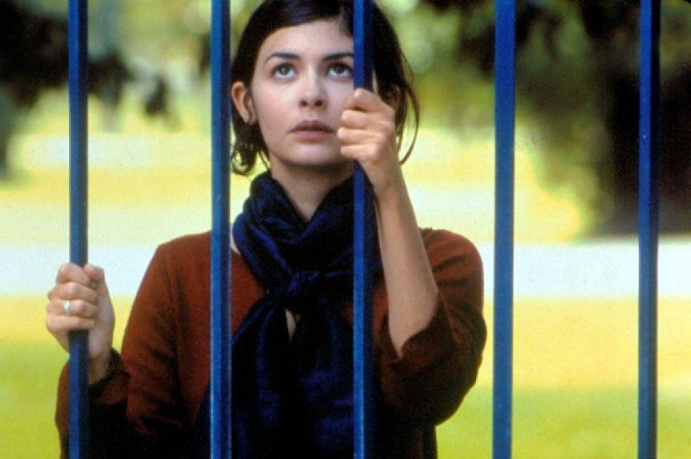 В 2002 году в прокат выходит фильм Летиции Коломбани «Любит - не любит», где актриса играет официантку, влюбленную в своего женатого соседа.