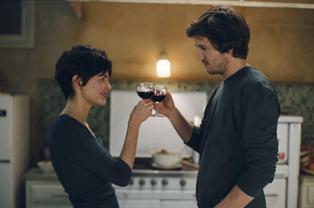 В 2007-м в прокат вышел фильм «Просто вместе», где трое главных героев, которым не слишком повезло ни с семьей, ни с характером, неожиданно обретают гармонию и вкус к жизни.