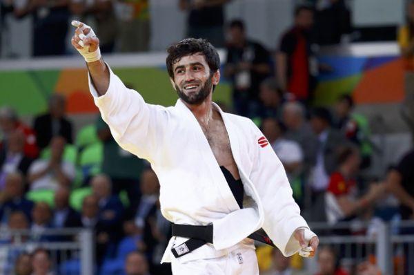 Уже в первый день соревнований российский дзюдоист Беслан Мудранов принес первое золото в копилку сборной, одержав победу в весе до 60 килограммов.