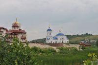 Храм в Винновке хорошо виден с Волги.