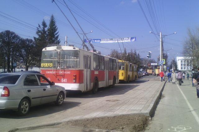 Вчебоксарском троллейбусе №1 скончался 58-летний мужчина