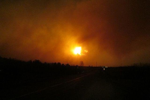 Нагорящем под Екатеринбургом складе взрывается пиротехника