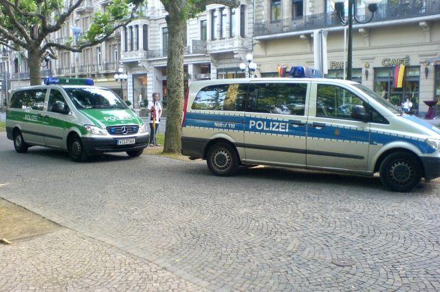 В германском Магдебурге мужчина сножом напал напрохожих