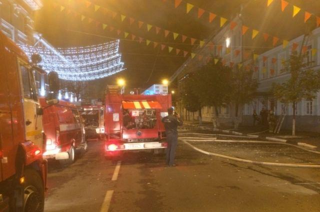 Пожарным удалось потушить возгорание за полчаса.