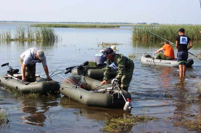 Всякий раз, отправляясь за желанной добычей, рыбаки-любители надеются, что им непременно повезёт поймать самую-самую рыбину.