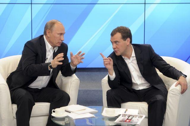 Свердловские министры вышли наработу созначками В.Путина