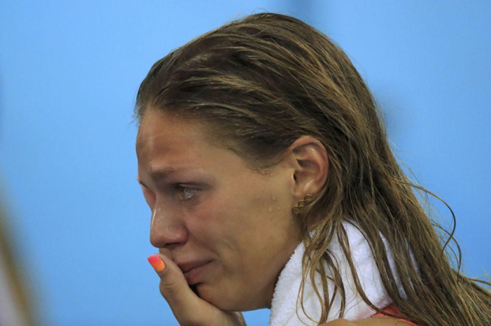 Россиянка Юлия Ефимова, завоевав серебро Олимпийских игр в плавании брассом на 100-метровой дистанции, расплакалась во время интервью.