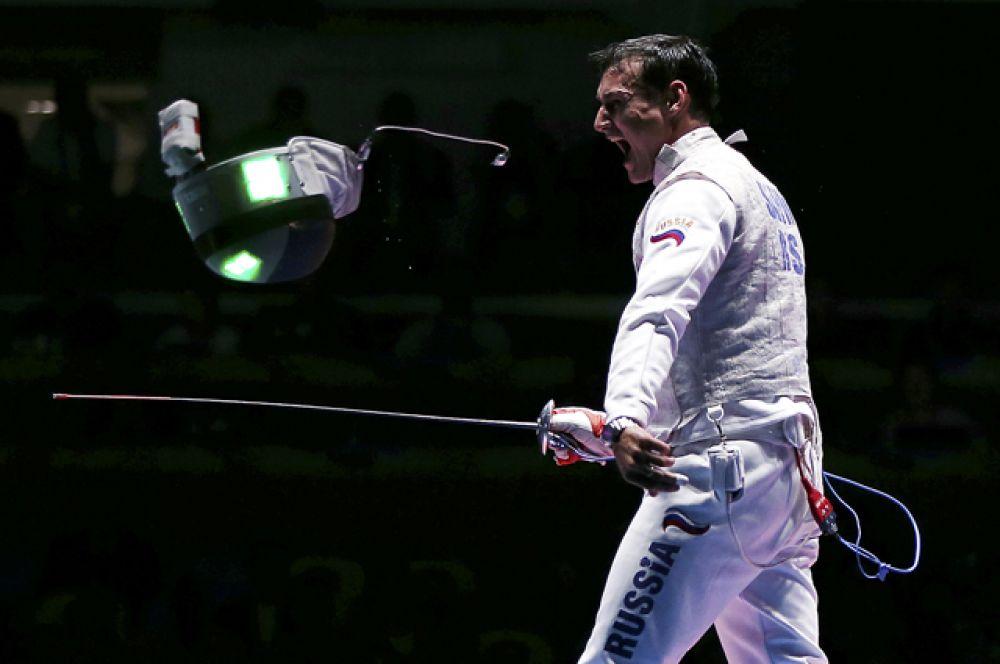 Бронзу завоевал рапирист сборной России по фехтованию Тимур Сафин.