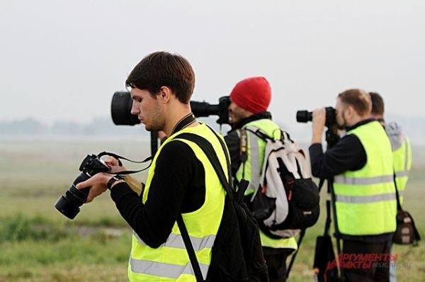 Споттеры уже готовы и не устают нажимать на кнопки фотоаппаратов и ловить редкие кадры.