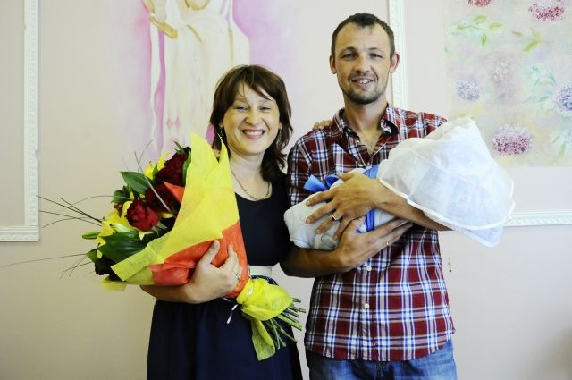 Татьяна Вижевитова поздравила родителей первого, родившегося вдень 300-летия Омска, ребенка