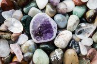 Заповедник известен учёным всего мира благодаря необычайному разнообразию горных пород и минералов.