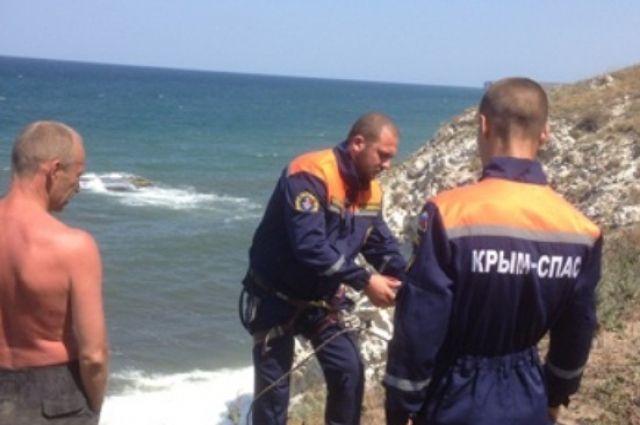 Крымские cотрудники экстренных служб помогли брянцу иего товарищам опуститься сгоры