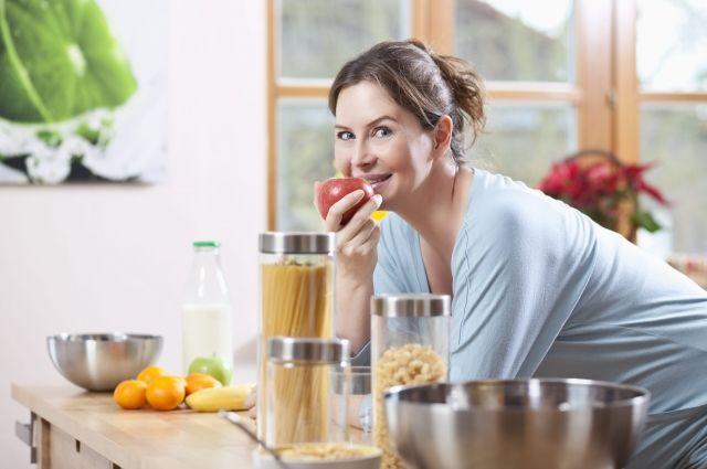 Наш организм устроен так, что нормально функционировать он может только при условии получения трёх видов питательных веществ: белков, жиров и углеводов.