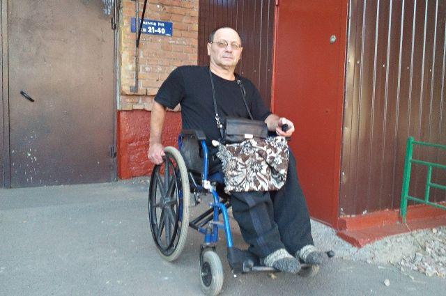 20 лет Александр Ткачев не мог без посторонней помощи выйти из дома.