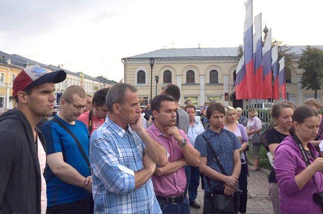 Люди собрались на народный сход через несколько часов после вынесения приговора.