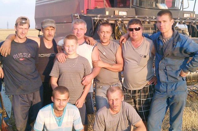 В коллективе есть и молодые ребята, и опытные специалисты, проработавшие и по 35, и по 50 лет.