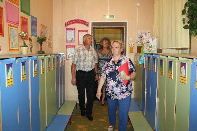 Проверяющие комиссии ежедневно выезжают в школы и детские сады.