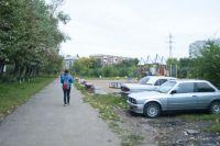Омские газоны практически уничтожены личным автотранспортом.