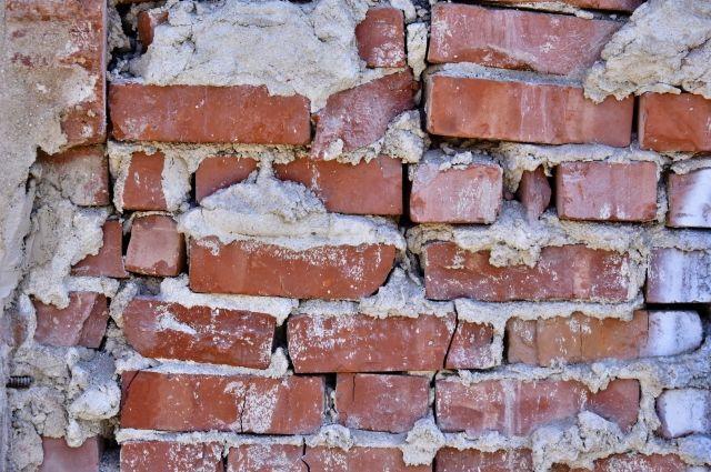 Рабочий умер наалтайском заводе впроцессе ремонта стены, проводится проверка