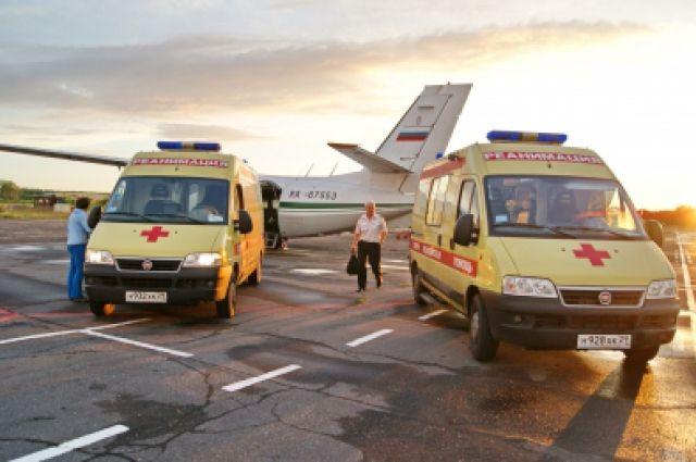 Командира авиалайнера увезли в больницу прямо с посадочной полосы