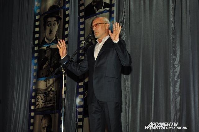 Пока во всей стране кинематограф пытаются сохранить, в Омске его создают.