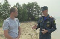 Сотрудники МЧС хотят наградить парней, спасших женщину из воды.