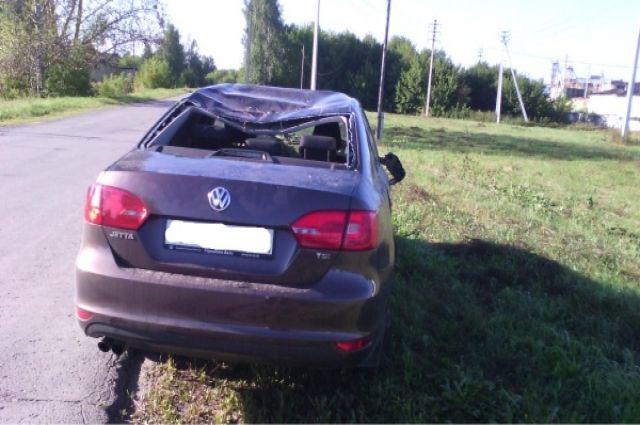 ВШиловском районе «Фольксваген» перевернулся вкювет, пострадал пассажир