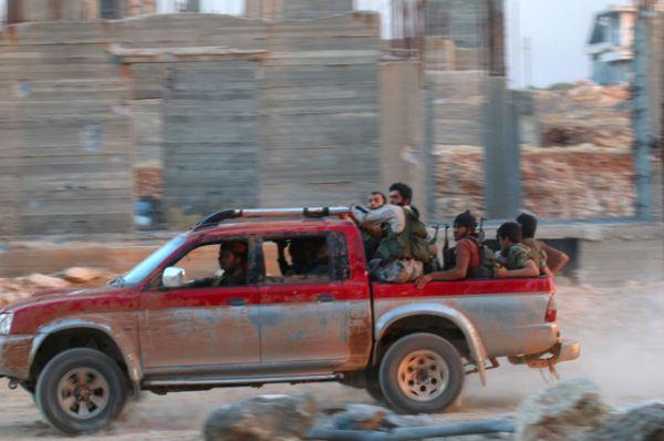 Боевики запрещенной в России террористической группировки «Джейш аль-Фатх» в свою очередь заявили, что намерены начать операцию по захвату Алеппо.