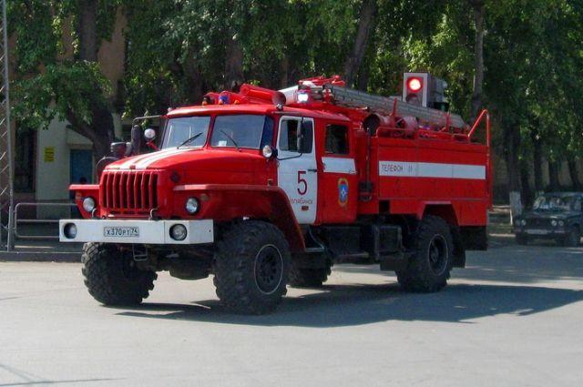 В тушении возгорания задействованы силы МЧС РФ.