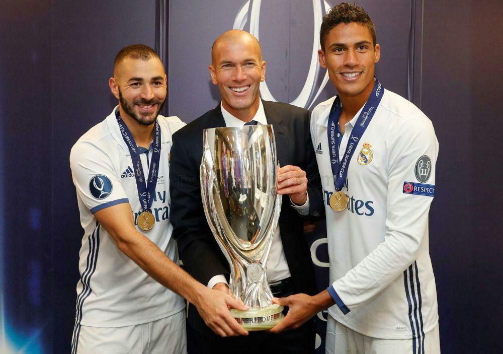 Тренер Реала, Зинедин Зидан уже второй раз подряд выигрывает в финале еще один кубок со своей командой
