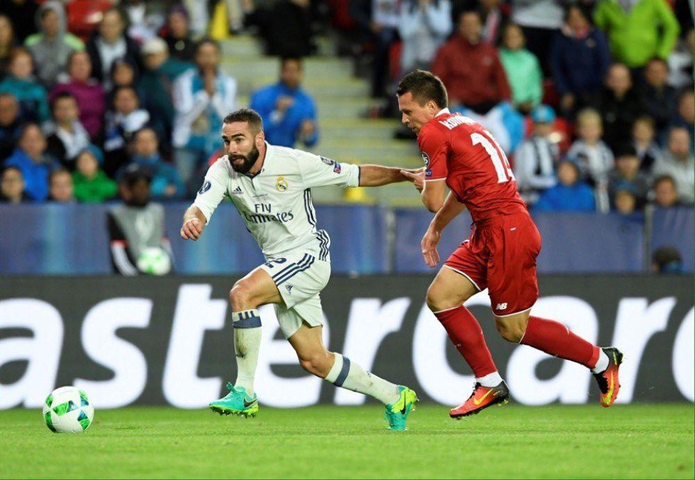 Вот наш украинец Евгений Коноплянка пытается догнать игрока Реала