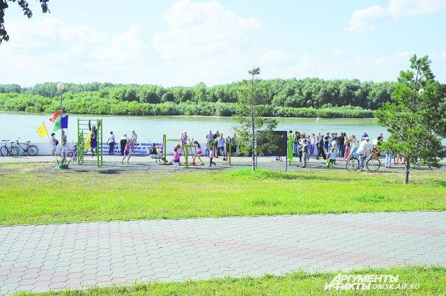 Вот такие «машины здоровья» впервые появились на Иртышской набережной.
