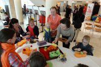 Губернатор Югры Наталья Комарова на фотовыставке «Здравствуй, мир, я – есть!», с которой начался проект ОНФ «Солнце на ладони».