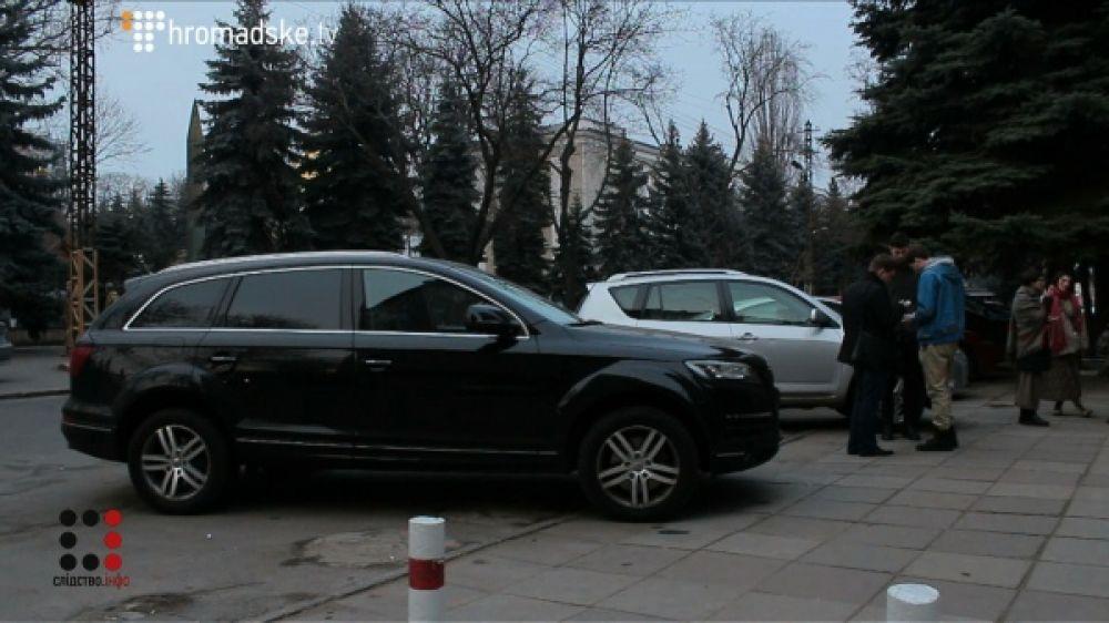 Военный прокурор Южного региона, Максим Якубовский решил расширить свой автопарк и купить новенькую Audi Q7 за 72000 евро