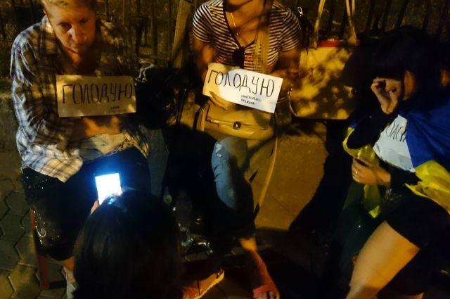 Матери пленных завершили голодовку под Администрацией Порошенко— Наочереди Донецк